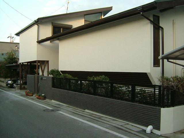 T邸:外観は壁だけだが風通しは良い