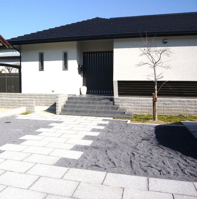 K邸:左が玄関収納
