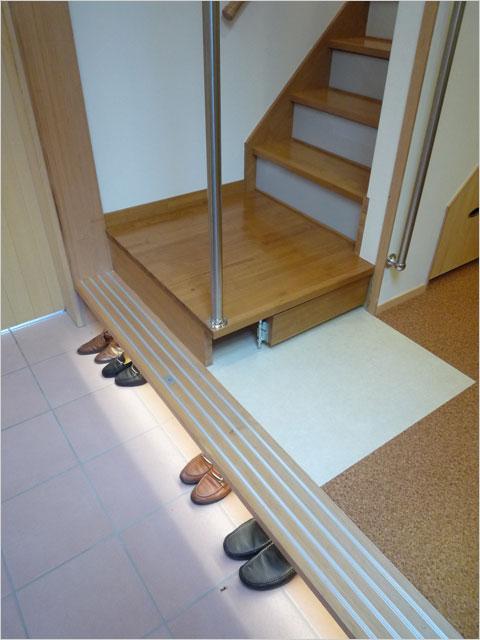 川崎K邸:床下のLEDで履物を照らす