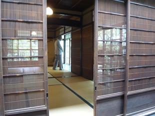 京都中庭に面した寝室