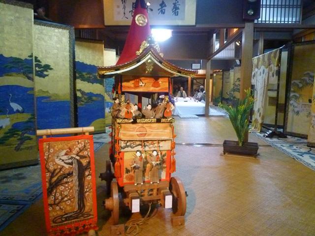 京都の町家の店・祇園祭の宵山には店を開けて公開する