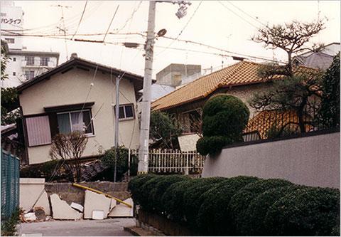 お神楽普請の家の2階の崩落(阪神・淡路地震