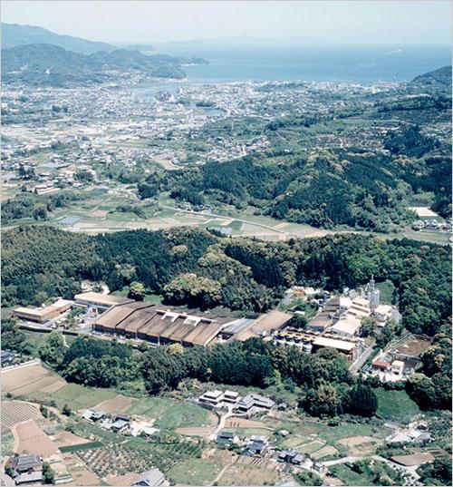 写真*山と谷を利用したしょうゆ工場(筆者設計)