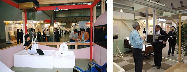 (左)写真1:ホームナーシングユニット1号機(ビッグサイトにて)(右)写真2:2号機「アースウォーク」を試乗する筆者:天野 彰 (アスラック共:ビッグサイト)