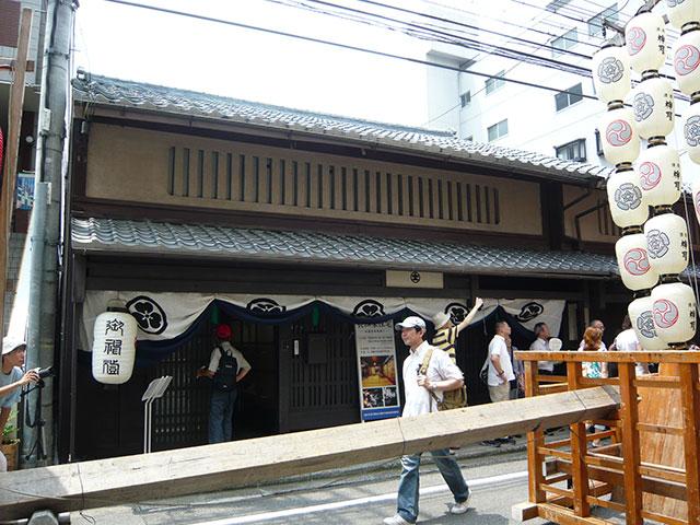 写真2:京都の町家の佇まい(撮影:天野彰)