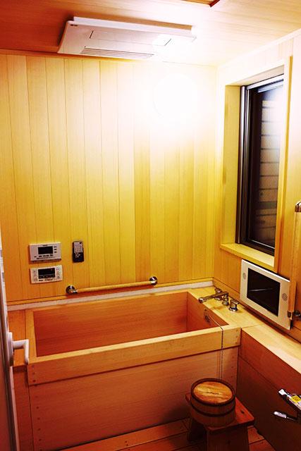 写真3:桧のお風呂 -千葉県NO様邸(写真:天野彰)