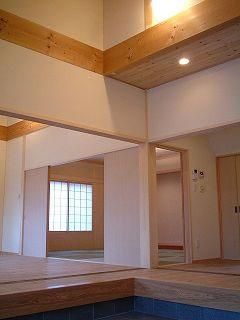 写真2:薫りのいい木の家「大黒柱の田の字プランの家」(天野彰)