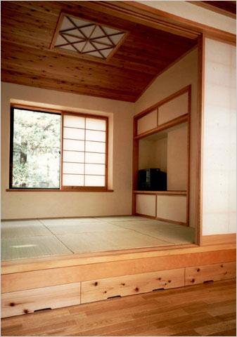 畳コーナー:4畳半の畳の部屋。化粧柱や鴨居などがないのでスッキリとしたモダンな和室に。