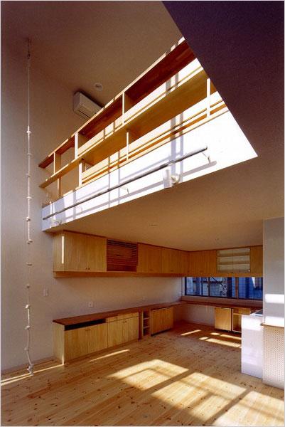 2階のリビングと3階の子供室の空間をつなげます。